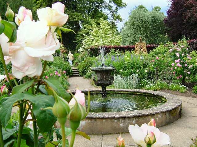 newby hall rose garden